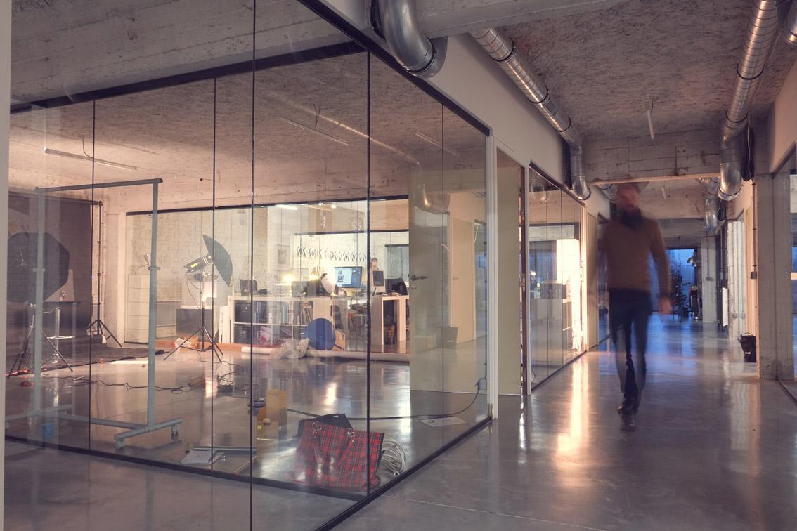 bureaux fa on loft new yorkais saint andr lez lille emmanuelle morice. Black Bedroom Furniture Sets. Home Design Ideas