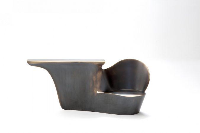 Oudjat, console - siège d'entrée, Laiton patiné, édition de 8 +4, H 88 X 209 X 58 cm © Xavier Lust © Karima Hajji