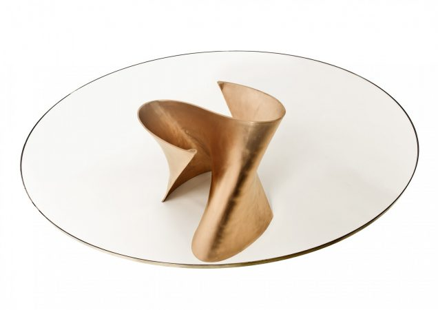 S-Table Bronze - Burnished bronze and bronze rimmed extra-clear glass H 73 x Ø 180 cm - Edition of 8 + 4 - Photo : Xavier Defaix © Xavier Lust, Botanique