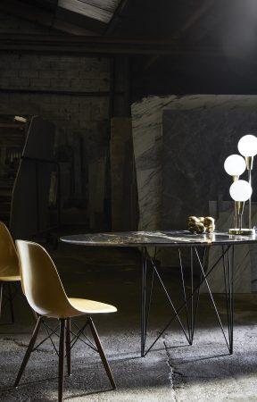 SUNNY SIDE UP_TABLE DE SALLE A MANGER_PIETEMENT NOIR_PLATEAU GRANIT VIRGINIA BLACK