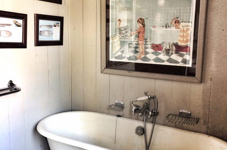 Salle de bain avec baignoire sur pied - Emmanuelle Morice